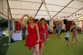 Beautiful garden Party with the Hessle Ceilidh Band-15