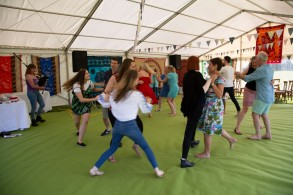 Beautiful garden Party with the Hessle Ceilidh Band-8